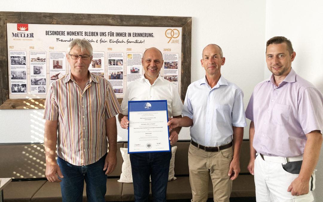 Sicherheit geht vor – Produktion der Metzgerei Robert Müller freut sich über Arbeitsschutz-Gütesiegel